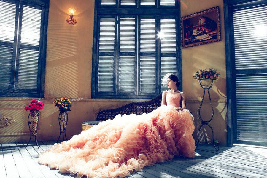 Válassz színes menyasszonyi ruhát!