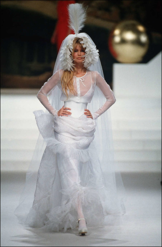 Chanel menyasszonyi ruha, Claudia Schiffer