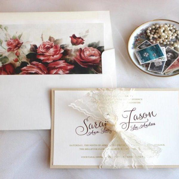 esküvői meghívó átadása